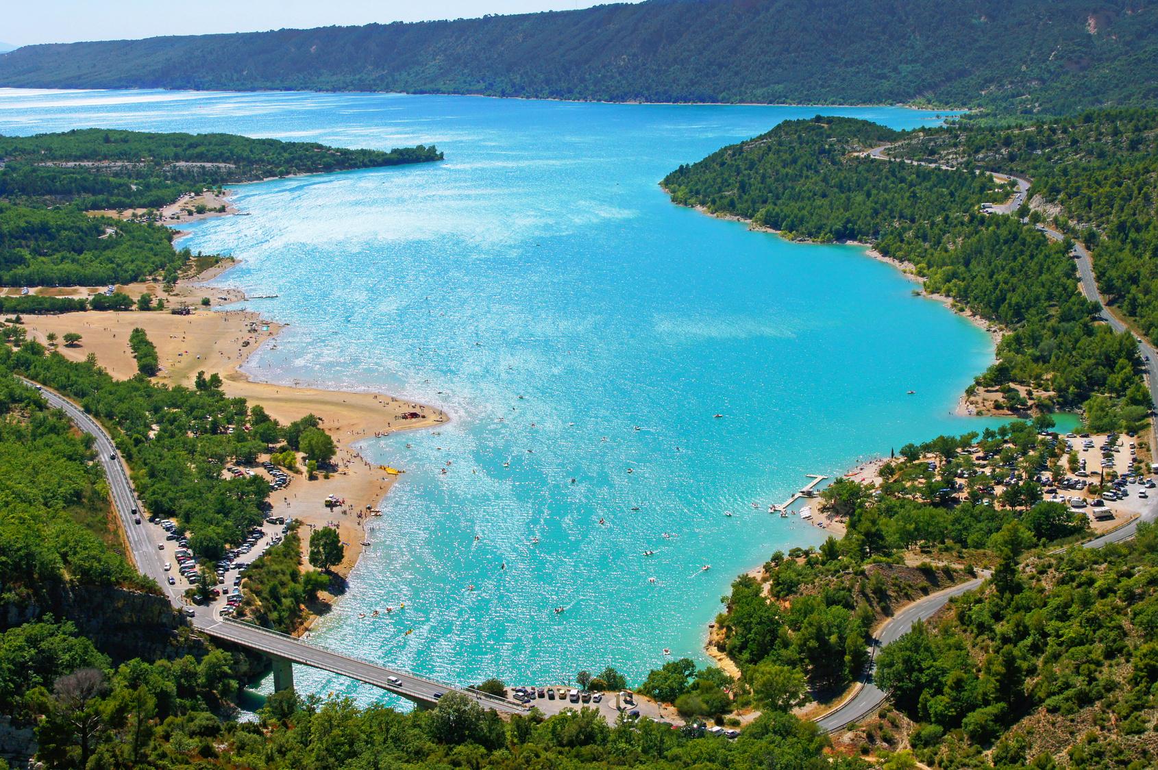 Visiter locations villas avec piscine en provence le for Camping lac de ste croix avec piscine